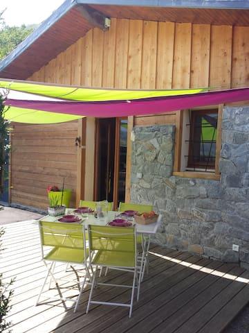 Gîte dans chalet indépendant proche lac & stations - Faverges - Almhütte