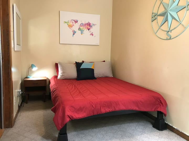 Spacious & Bright Private Room in Wicker Park