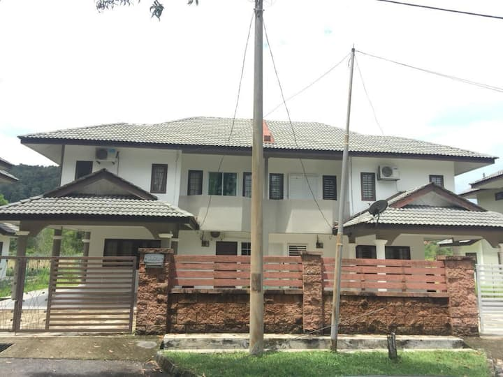 Homestay KD - SemiDI House with 5 rooms 12 bed