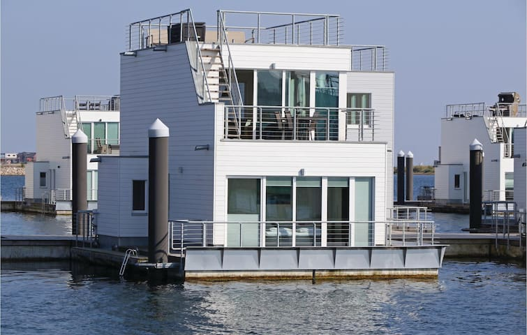 Houseboat with 2 bedrooms on 97 m² DSH435