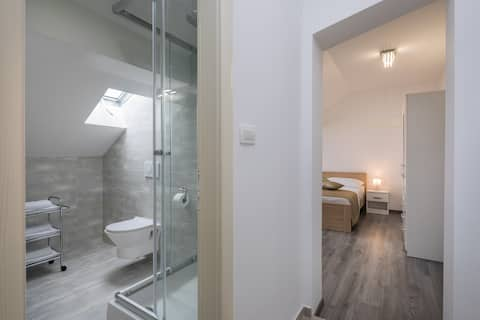 Uredan apartman u tihom  djelu centra grada Splita