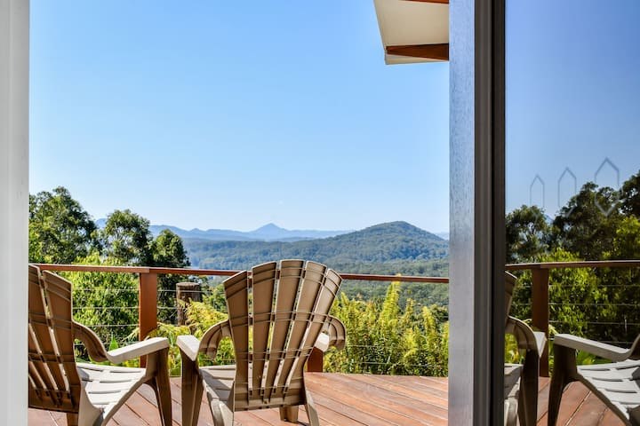 Sunshine Coast Oasis...Fresh air, views and beach!