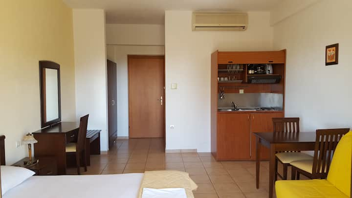 Studio for 2 adults + 2 children - pool, wifi, parking - in Kala Nera 7