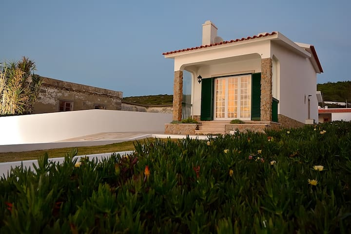 Villa over the Atlantic Ocean in Magoito-Sintra - Magoito  - House