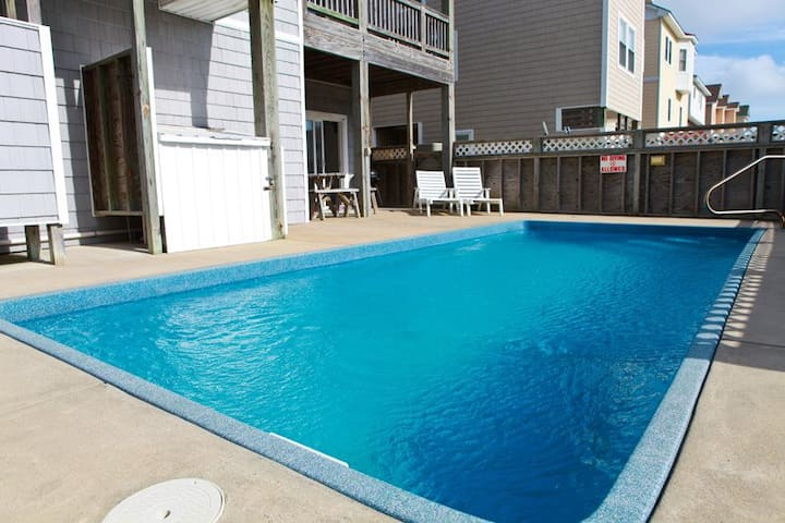 5210 Salty Dog * 1 Min Walk to Beach * Pet Friendly * Pool & Hot Tub * Walk to Restaurants