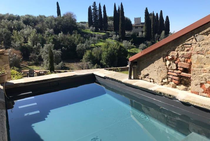 Honeymoon Getaway in Florence + PRIVATE PLUNGE SPA
