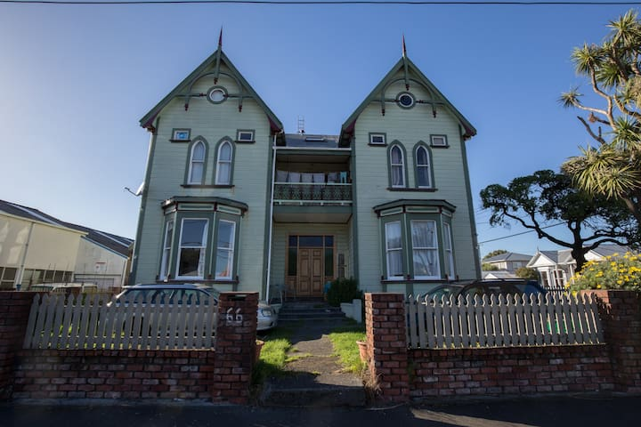 Petone Penthouse - character home w harbour views! - Lower Hutt - Pis