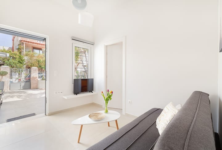 Flat with a yard in a central location- Flat A