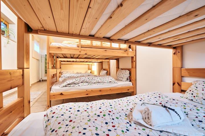 Six-Bed Dormitory - Hostel Elisson