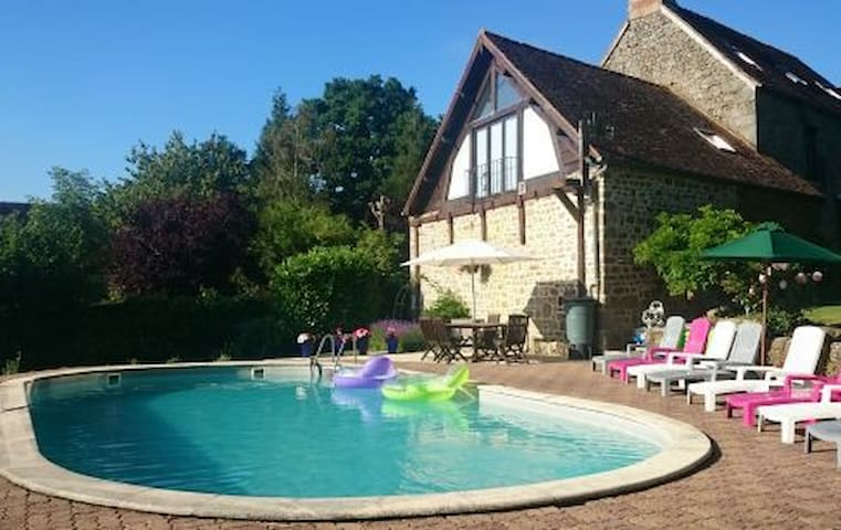 Romantic one bedroom Gite with heated pool - Saint-Sauveur-de-Carrouges - Hus