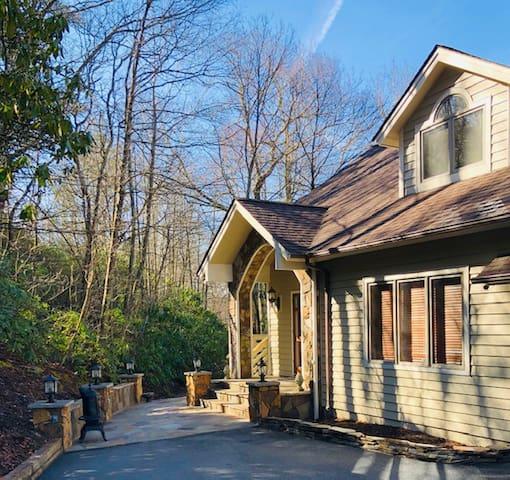 Mountain Home -Creative Retreat