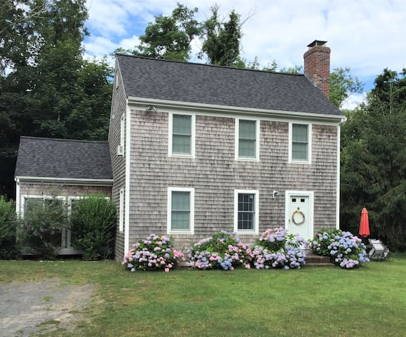Lovely Cape Cod 3 bedroom walk to beach & village