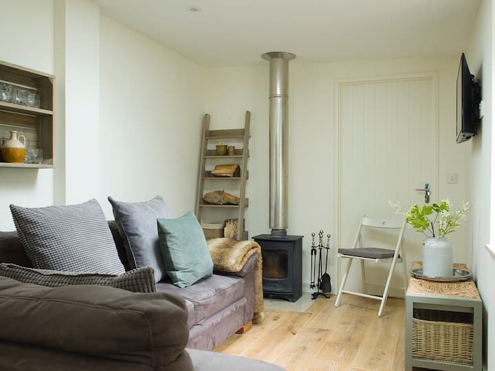 The Potting Shed 1 Bed Independent and Stunning