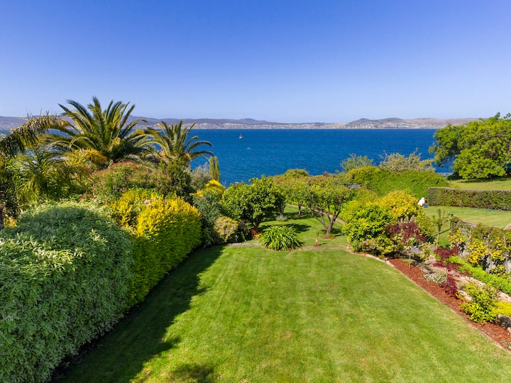 Absolute Waterfront Sandy Bay with Beach access