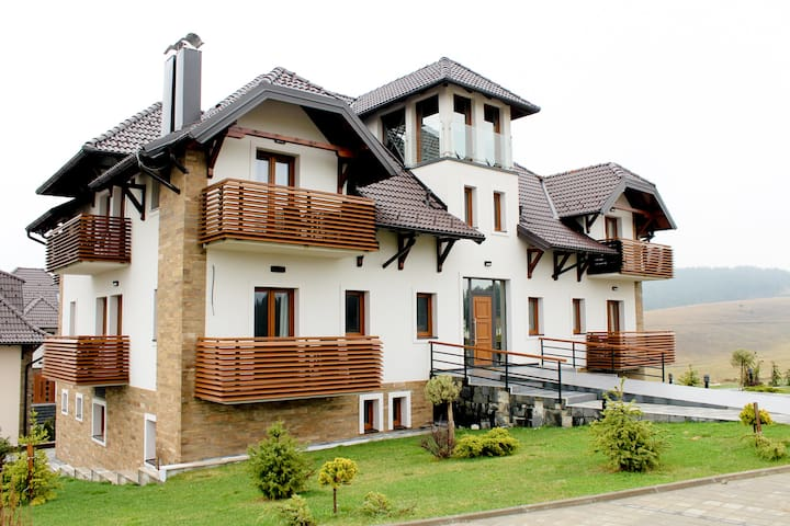 Retreat to Zlatibor ❥ Lovely Flat&King Beds&Pool