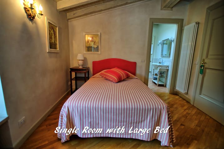 Single room with comfort bed
