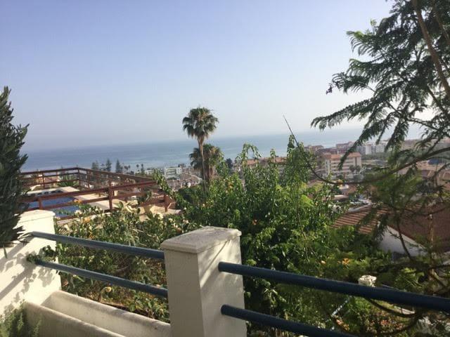 Sunny chalet & spectacular views of Mediterranean! - Rincón de la Victoria - Casa