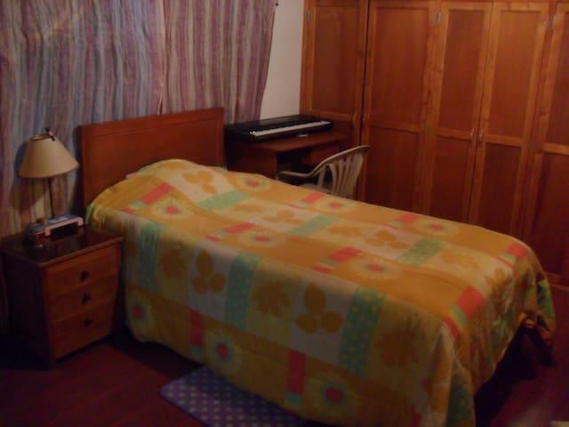 Habitación con baño para 3 personas. ¡WiFi! - Tabio - Huis