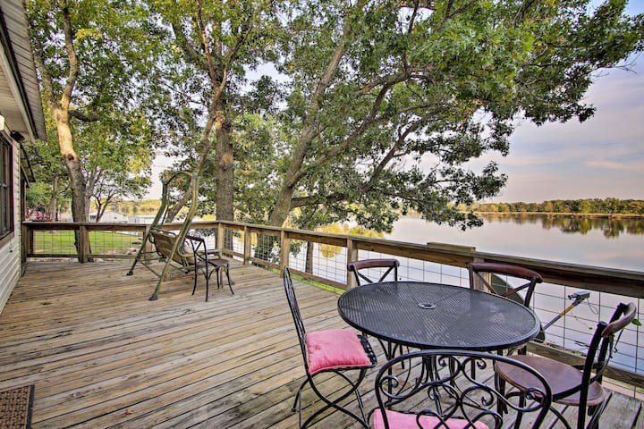 'Leisure Land' Cottage w/ Deck on Grand Lake!