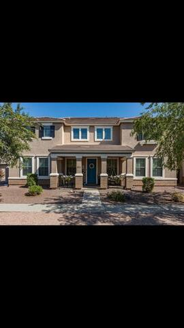 Gorgeous 4 bedroom house in Gilbert near Agritopia