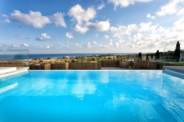 Luxury villa near Barcelona & Costa Brava