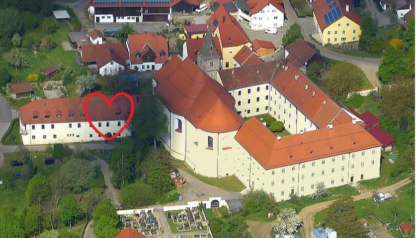 Wohnen im Kloster mitten im Grünen