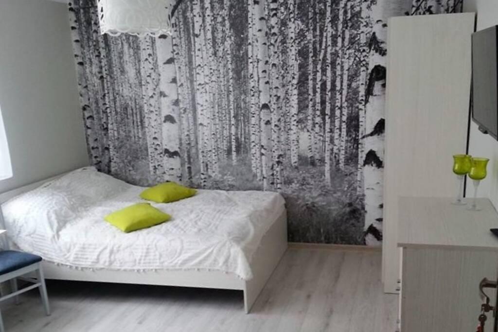 Atrakcyjna przestronna i w pełni wyposażona sypialnia