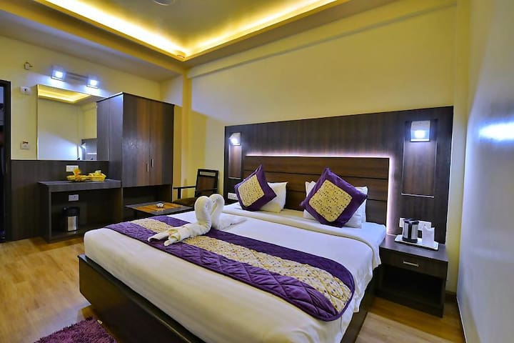 Samrat Private Room with Attached Bathroom