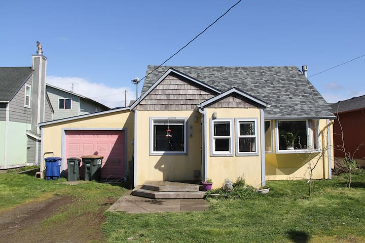 Newport Cottage, minutes from Nye Beach and Ocean - Newport - House