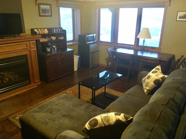 Private 2BR/ 1 Bath Suite Overlooking Downtown - Steamboat Springs - Hus