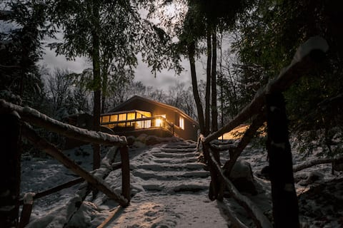 TuckAway Rustic Lakefront Cottage in Muskoka