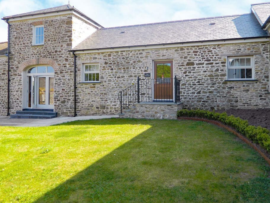 Delightful holiday home | The Tower, Dreenhill, near Haverfordwest