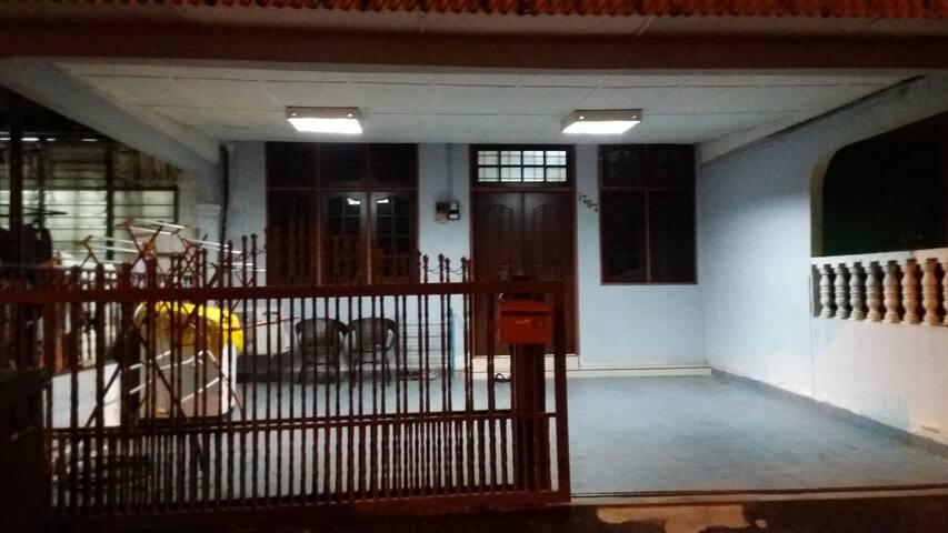 Hamsyah Homestay, homestay budget sg petani