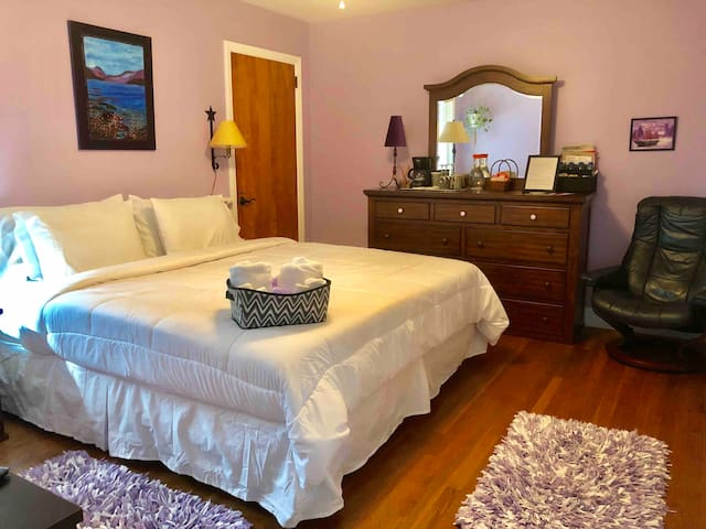 #1 of 4 rooms, king bed, spacious ranch home