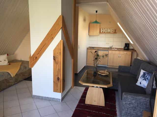 Gemütliche Wohnung mit Außensitzecke am Teich - Barth - Apartment