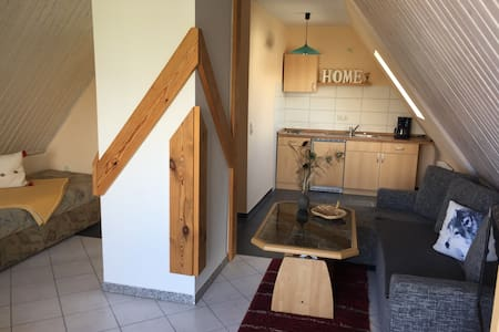 Gemütliche Wohnung mit Außensitzecke am Teich - Barth - Lägenhet