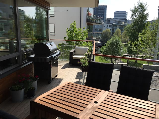 Bright 2 bedroom apartment with big balcony - Stockholm - Leilighet