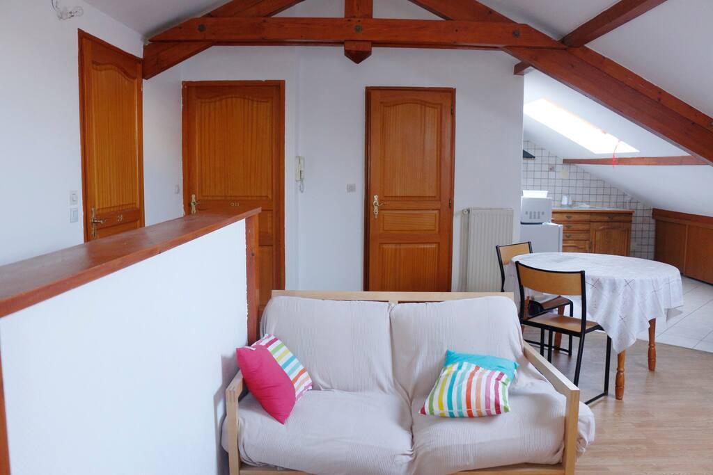 petite chambre individuelle 2a proche tram auberges de jeunesse louer metz grand est france. Black Bedroom Furniture Sets. Home Design Ideas