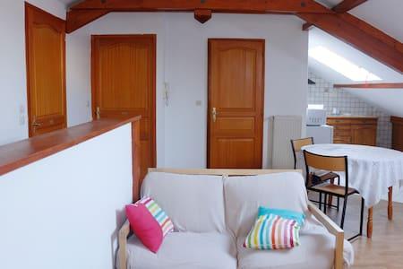 Petite chambre individuelle 2A, proche tram