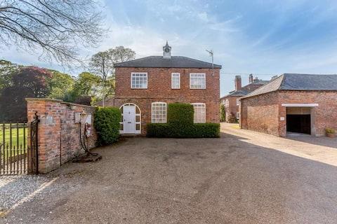 Stunning Cottage with Hot Tub in Private Estate