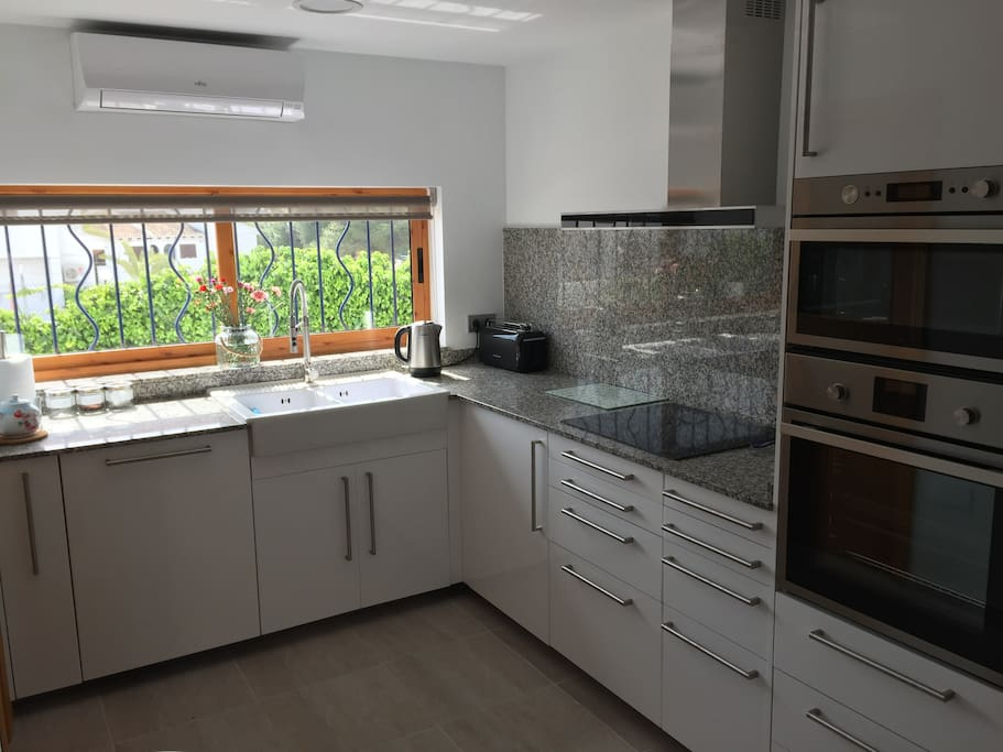 Brand new kitchen fitted in 2017