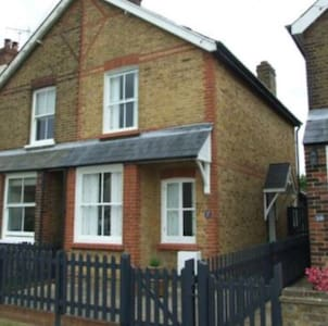 Cosy Victorian cottage - Bishop stortford