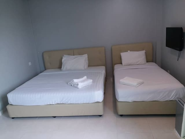 D'LIMA BEACH INN LANGKAWI HOTEL TRIPLE ROOM 3-PAX