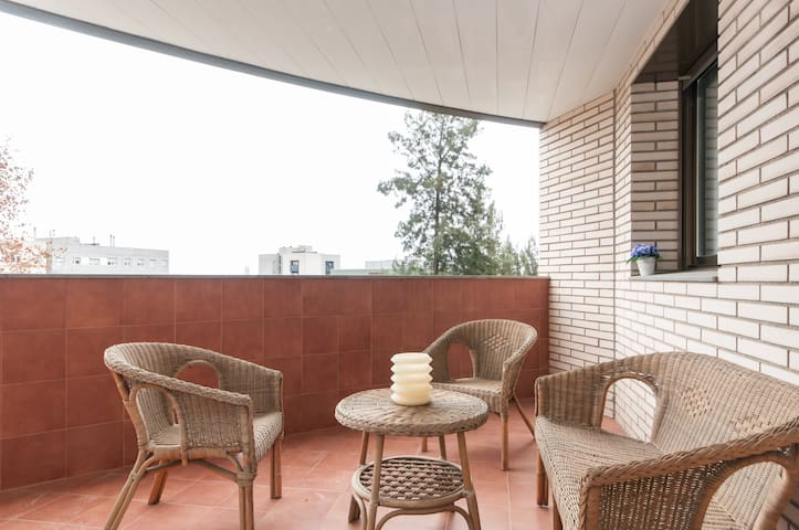 Spacious apartment with Terrace - Cornellà de Llobregat - Apartemen