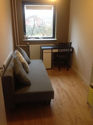 Cosy room- clean, safe and affordable - Kopenhag - Daire
