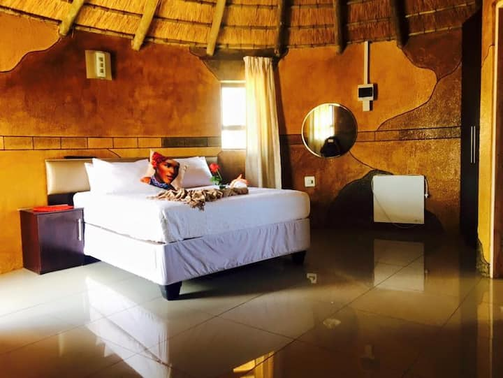 Imvomvo Country Lodge:  Mountain and Valley Views