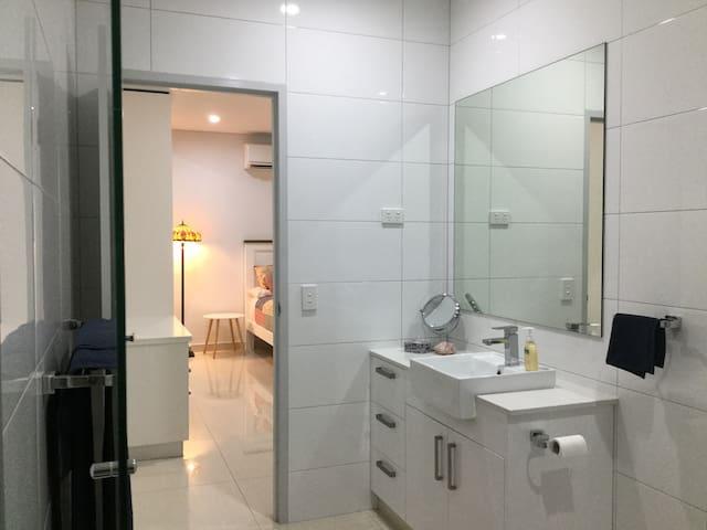 Master Bedroom Ensuite - Double size shower, Vanity, Toilet, Towels