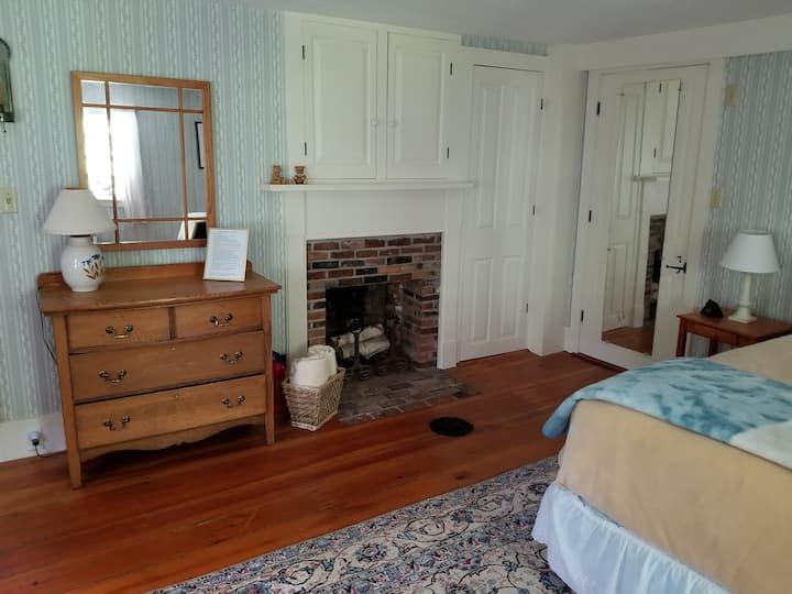 1779 New England Colonial Oasis: Alaska Room