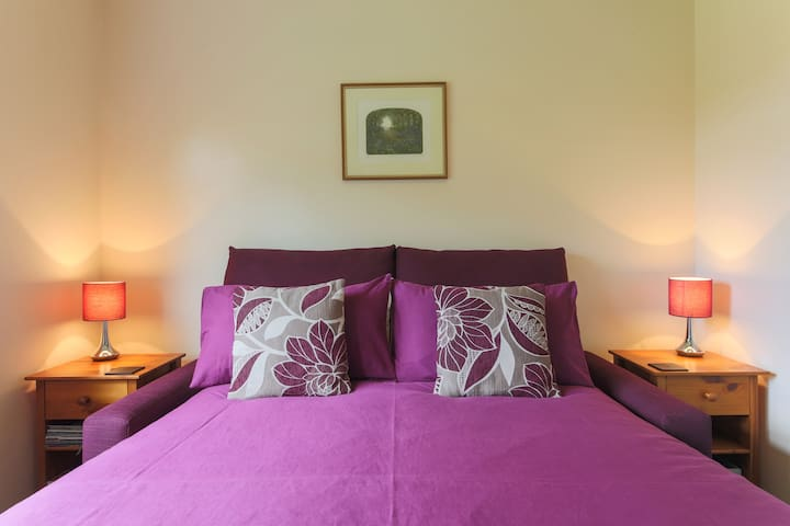 Private e/s room central to St Ives,Hayle&Penzance