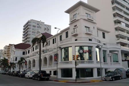 Dpto con gran terraza en calle 20 - Punta del Este